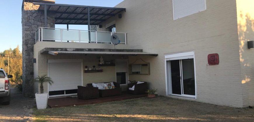 CASA EN CALLE SAN SALVADOR CASI GRAL. FLORES- INMEJORABLE ZONA!!!