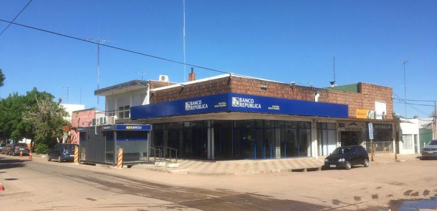 SE ALQUILA SALON COMERCIAL EN CHILE Y J.LAGUNA